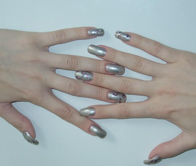 Дизайн ногтей мишка